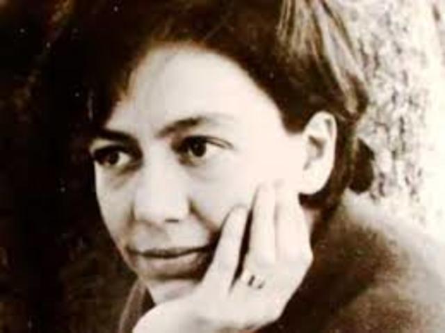 Alejandra Pizarnik. Nació en Buenos Aires el 29 de abril de 1936 y falleció el 25 de septiembre de 1972 en Argentina. Fue escritora.