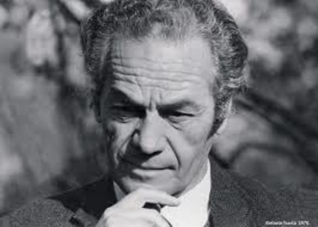 Nicanor Segundo Parra, nació el 5 de septiembre de 1914 en Chile, fue poeta y académico.