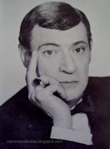 Salvador Novo, nació el 30 de julio de 1904 en Ciudad de México, y falleció en la misma ciudad el 13 de enero de 1974. Fue escritor, poeta y cronista.