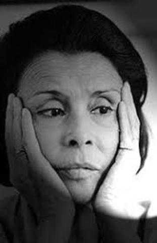 Blanca Varela, nació es 10 de agosto de 1926 en Lima, y falleció el 12 de marzo de 2009 en la misma ciudad. Fue escritora, poeta, traductora y periodista.