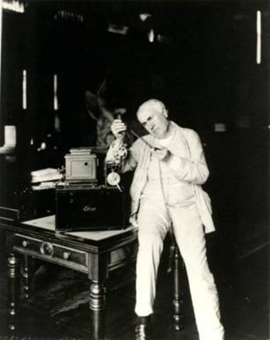 Édison invented the movie camera