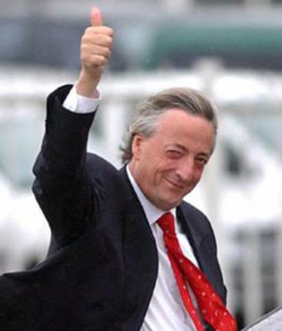 Néstor Kirchner asume presidencia argentina
