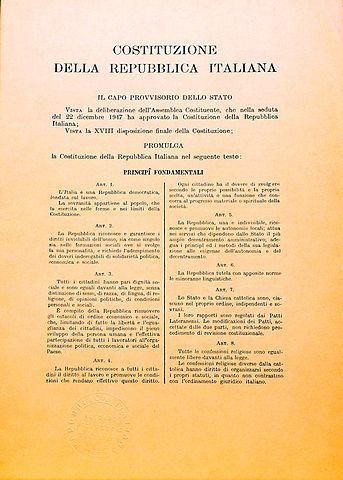 Entra in vigore la Costituzione Italiana