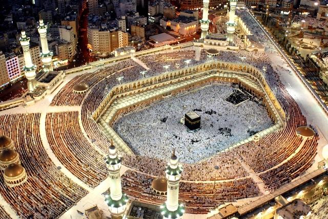 Modern Chechens making Hajj