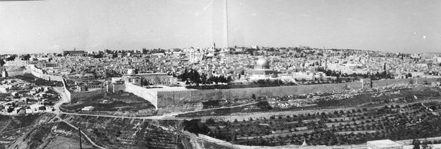 Arthur Balfour promete un Hogar nacional judío.