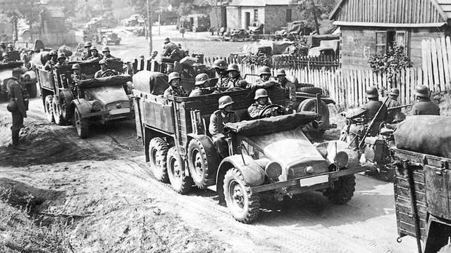 Tropas alemanas van a guerra