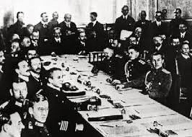 Se rinde el imperio  Austrohúngaro.
