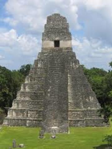 se funda el tikal, Cuidad arquitectónica de los mayas