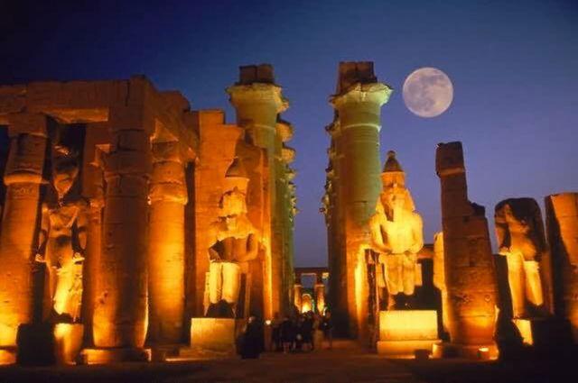 ANTIGÜEDAD: Egipto (TEMPLO DE LUXOR)