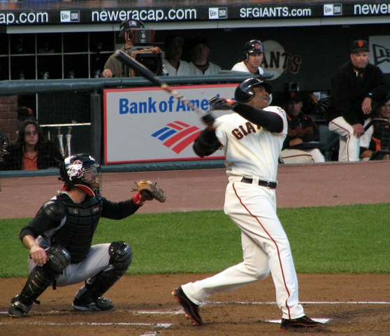 Signs with the San Francisco Giants.