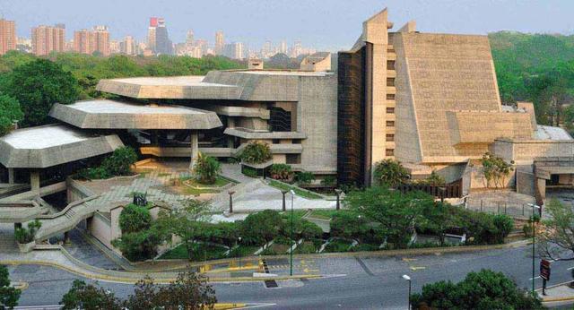 EDAD CONTEMPORANEA: Arquitectura Brutalista (TEATRO TERESA CARREÑO)