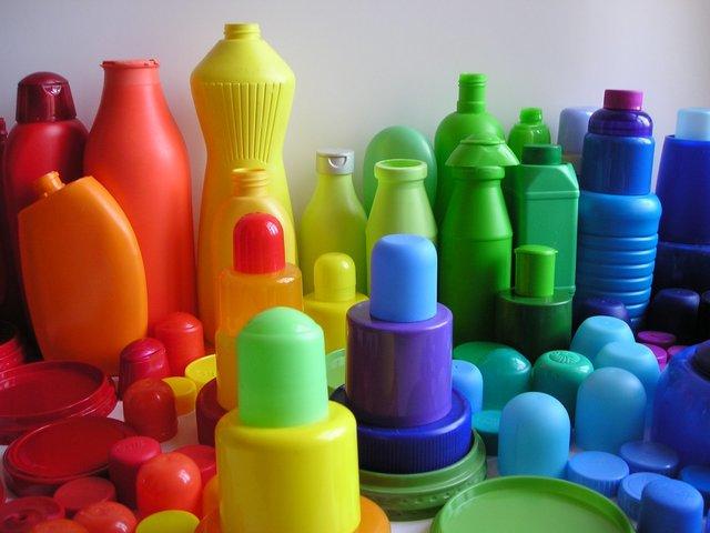 Plásticos.