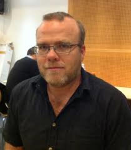 Rasmus Lerdorf crea el lenguaje de programación PHP.