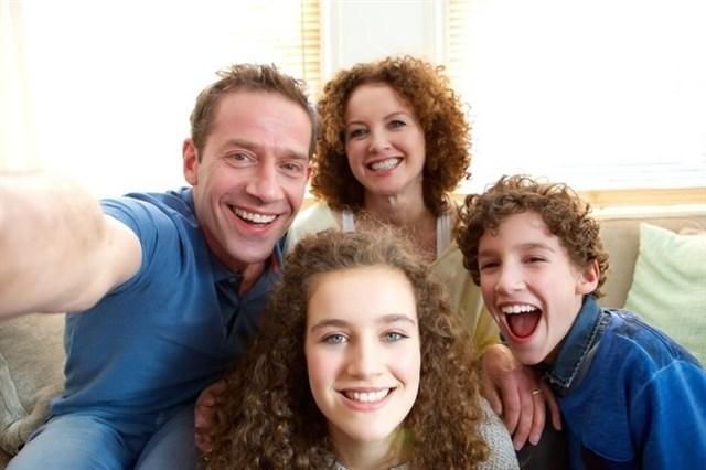 Familia con hijos adolescentes.