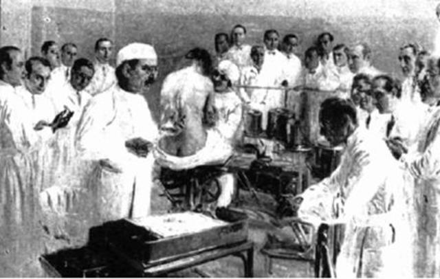 Los hospitales y asilos, ya diferenciados de otras casas de objeto público, fueron entregados a un jefe con la denominación de administrador. Además se estableció un tesorero y una junta directora para cada uno de los establecimientos.