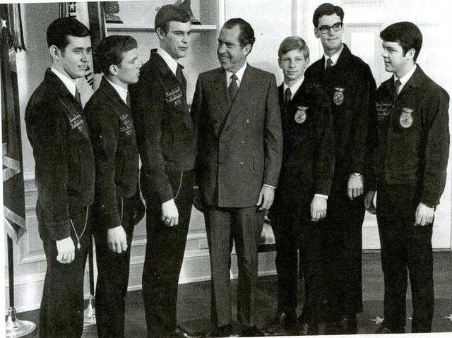 Nixon attends convention