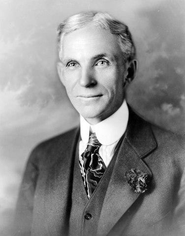 Henry Ford aplica la cadena de montaje por primera vez