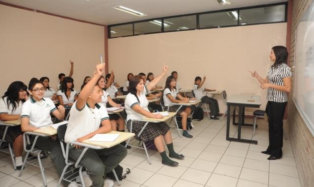 2004 Ingreso a la EMS como docente