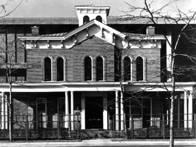 Jane Addams founds Hull House