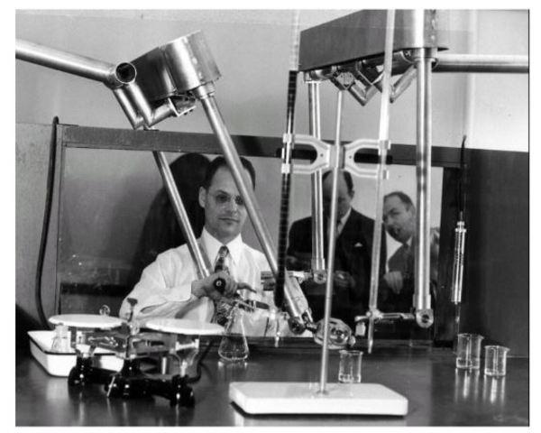 Raymond Goertz diseño el primer brazo.
