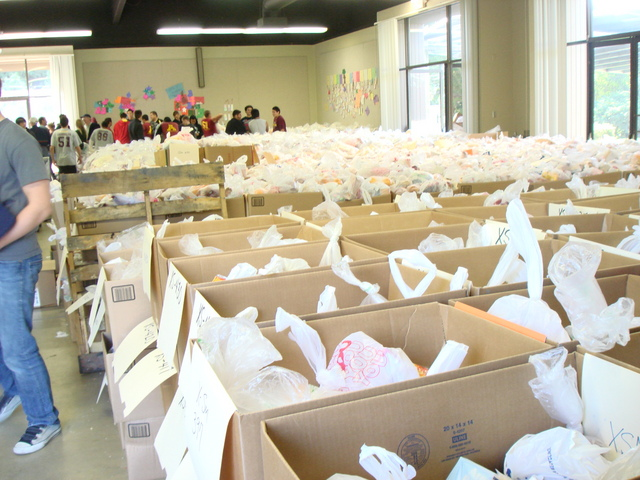 Preparing 800 Christmas Dinners for Local Families