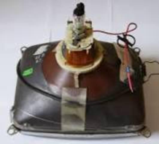 Karl Ferdinand Braun construye el primer tubo catódico