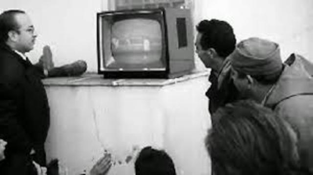 Philo Farnsworth solicita la patente de la televisión electromagnética.