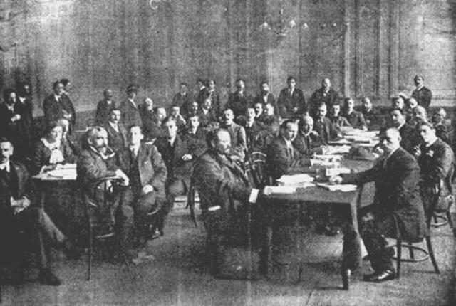 4° ETAPA de 1924 a 1930. En esta etapa se llevan a cabo diversas conferencias y la formación de alianzas.