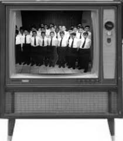 Se introduce la primera pantalla rectangular de TV.