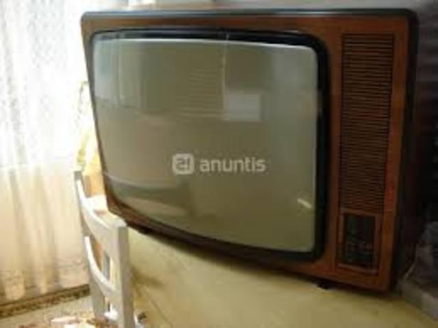 Ante la poca audiencia y graves problemas financieros el Canal 13 pasa a manos del sector público vía Somex.