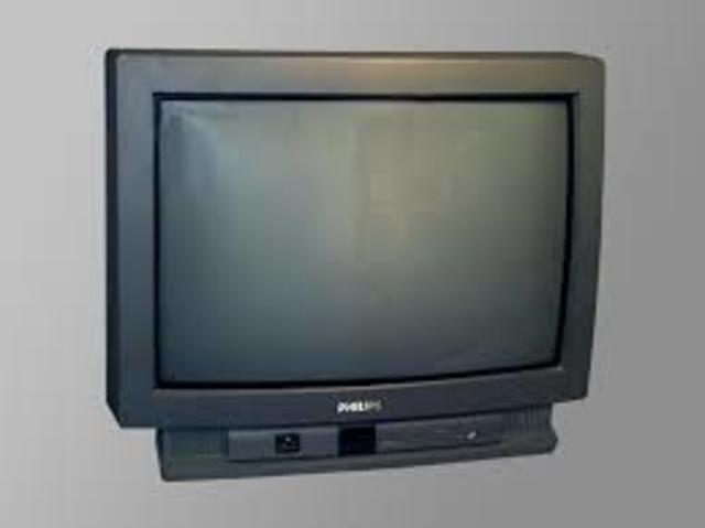 La FCC autoriza la teledifusión de sonido multicanal para TV (MTS o Multichannel Television Sound).