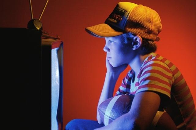 """Se transmite por primera vez un programa de TV (""""Computer Chronicles"""") vía Internet."""