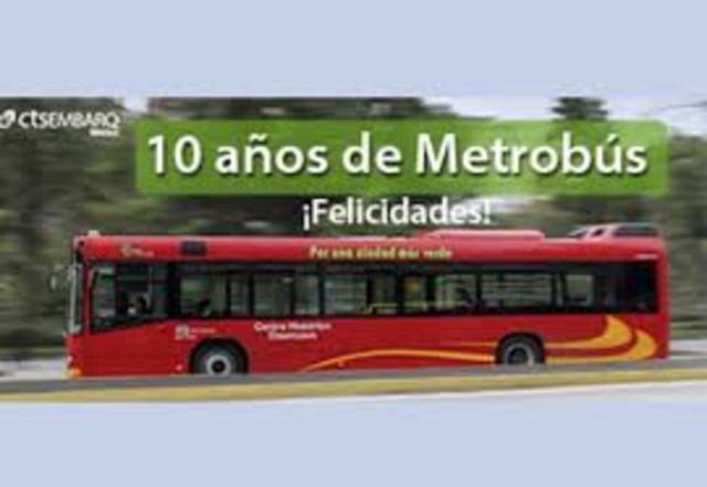 Inicia operaciones el Metrobús de la Ciudad de México.