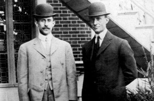 Vuelo con motor de los Hermanos Wright