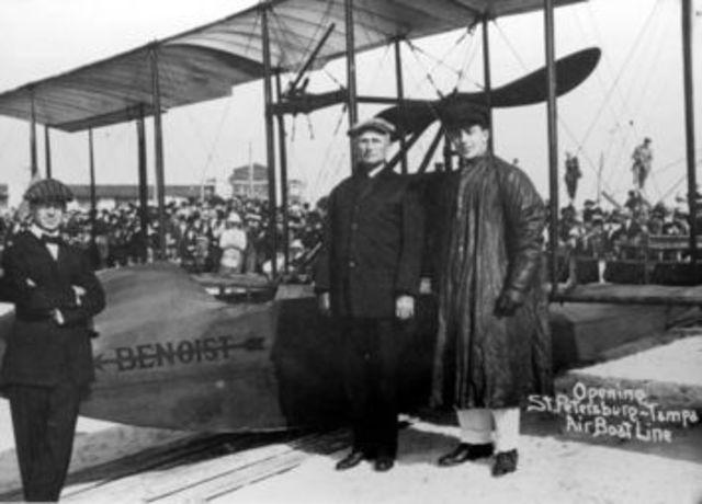 Primer vuelo comercial