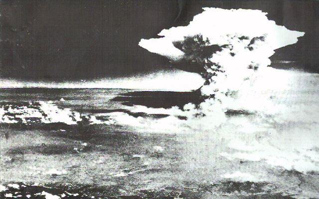 Atomic bomb dropped on Hiroshima