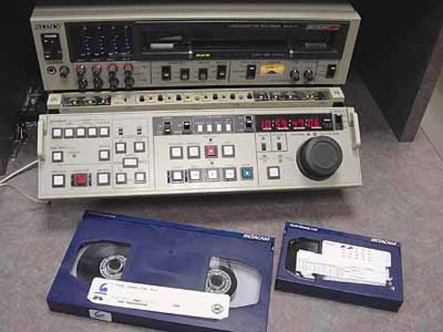 Sony desarrolla el sistema de grabación betacam. Ampex desarrolla el ADO Ampex Digital Óptica el primer efecto digital.