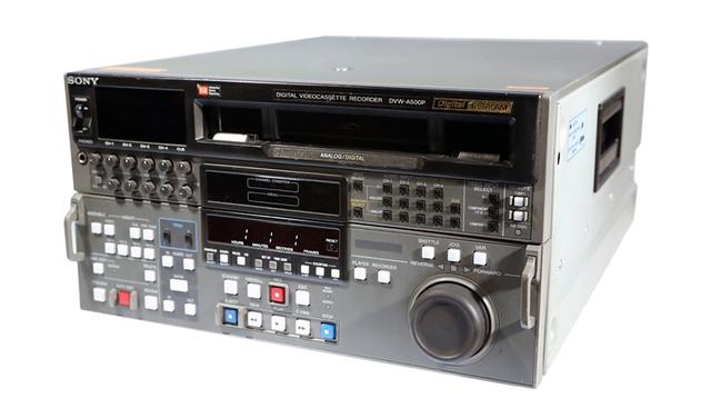 Primer magnetoscopio digital en formato D1 realizado por Ampex y Sony. Se desarrollan los efectos digitales (DVE).