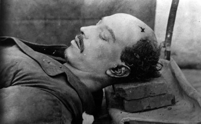 Fuerzas del gobierno irrumpen en la casa de Aquiles Serdán en Puebla y es asesinado