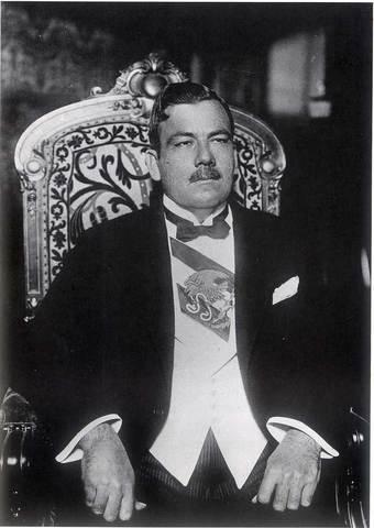 Toma cargo como presidente Plutarco Elías Calles para el periodo 1924 - 1928