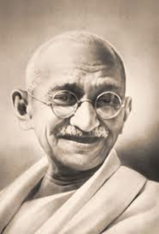 GHANDI STRESSING NONVIOLENT RESISTANCE