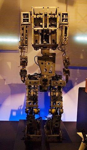 WATBOT-1: Primer robot antropomórfico