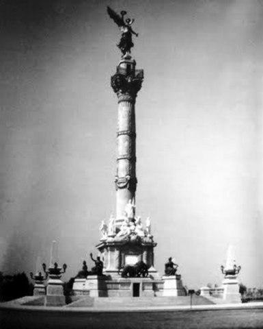 Primera piedra del Monumento a la Independencia