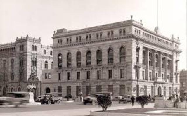 Es fundado el Banco de México.