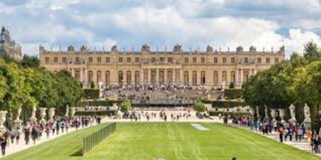 Palace of Versailles becomes the offficial residence of the court