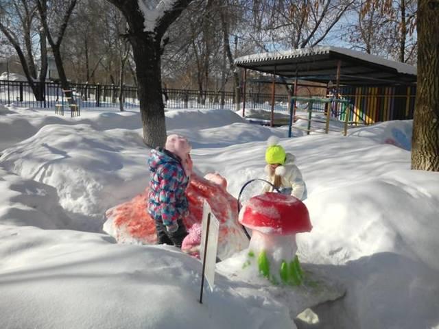 """Педагоги совместно с родителями участвовали в конкурсе """"Зимнее царство"""""""