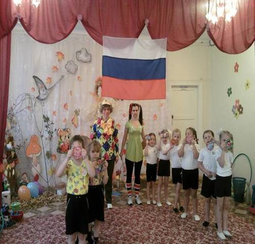 """В рамках дня """"открытых дверей """" был показан праздник осени по телевидению в программе """"День"""" по каналу ТВН"""