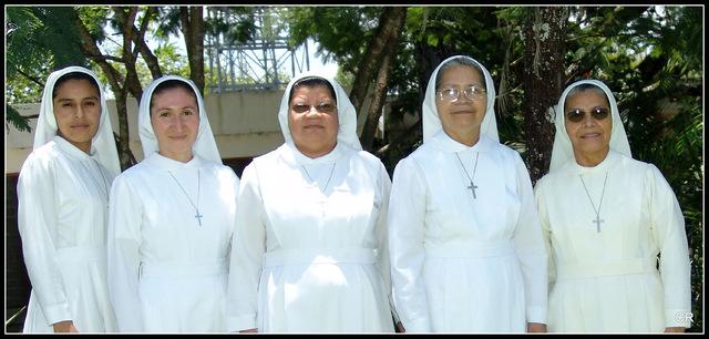 La hermana Estela Henao le da el nombre a la institucion.