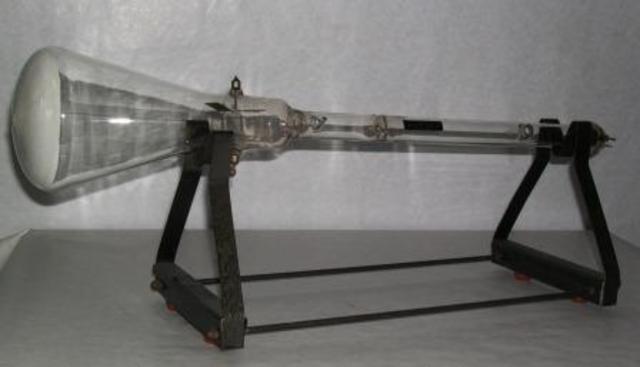 Primer prototipo del tubo de rayos catodicos.