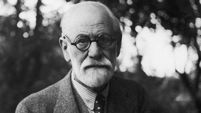 Freud inicia el análisis a sí mismo.